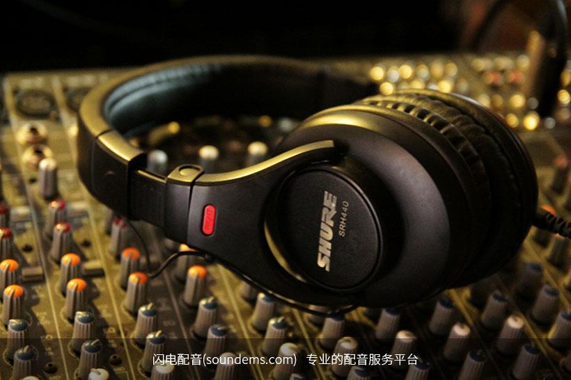 headphones-403691_1920.jpg